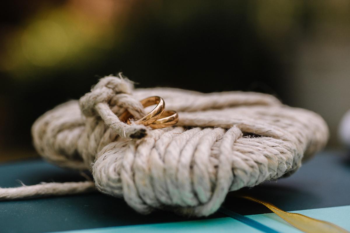 Elopement, sea dream, stationery,ispirata al mare, anelli su cuscino a forma di cuore, fatto con corde marine