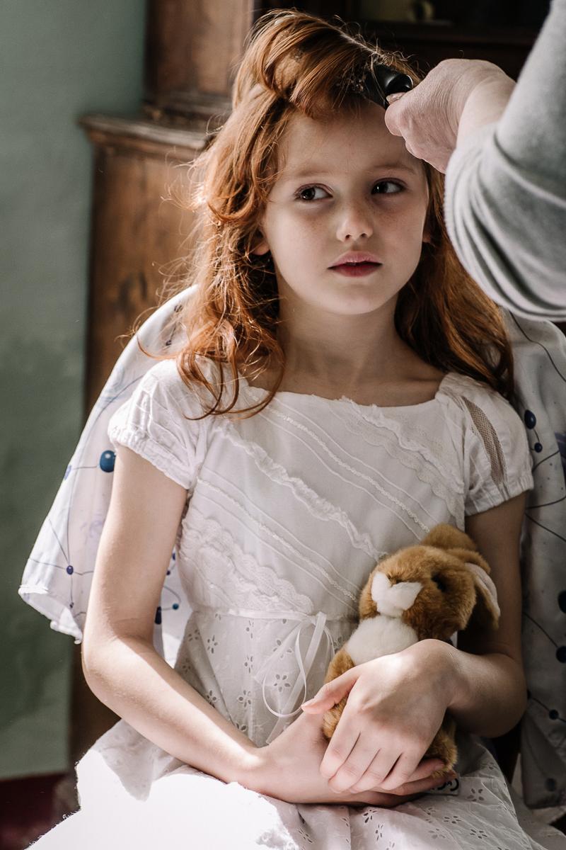 Sea dream elopement, preparazione della sposa, Mulino della Torre, Riva presso Chieri,bambina,flower girl, damigella