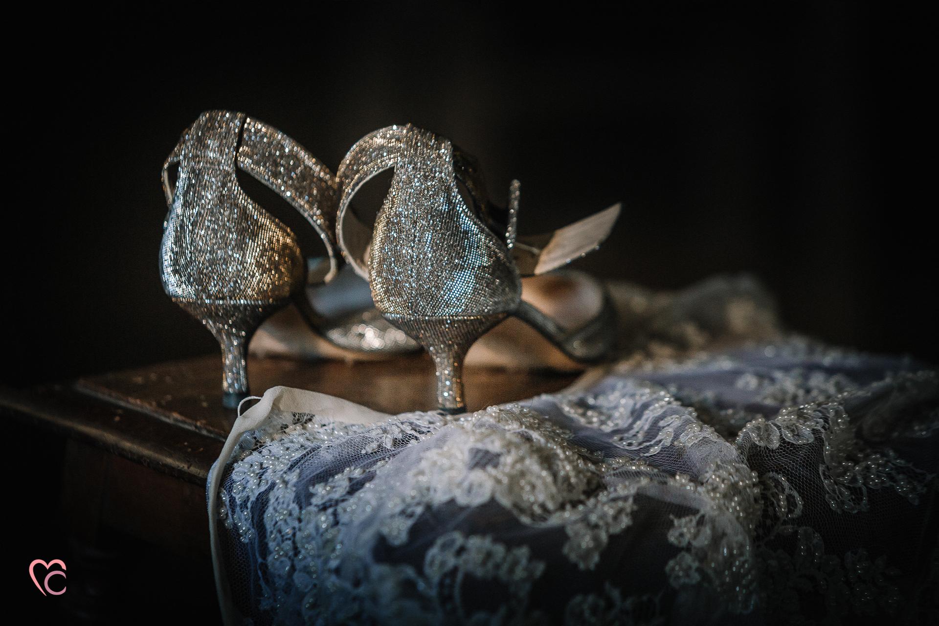 sposa eterea, cherry blossom inspirations, Mulino della torre,Riva presso Chieri, primavera, fiori di ciliegio,bouquet,scarpe,chiaroscuro