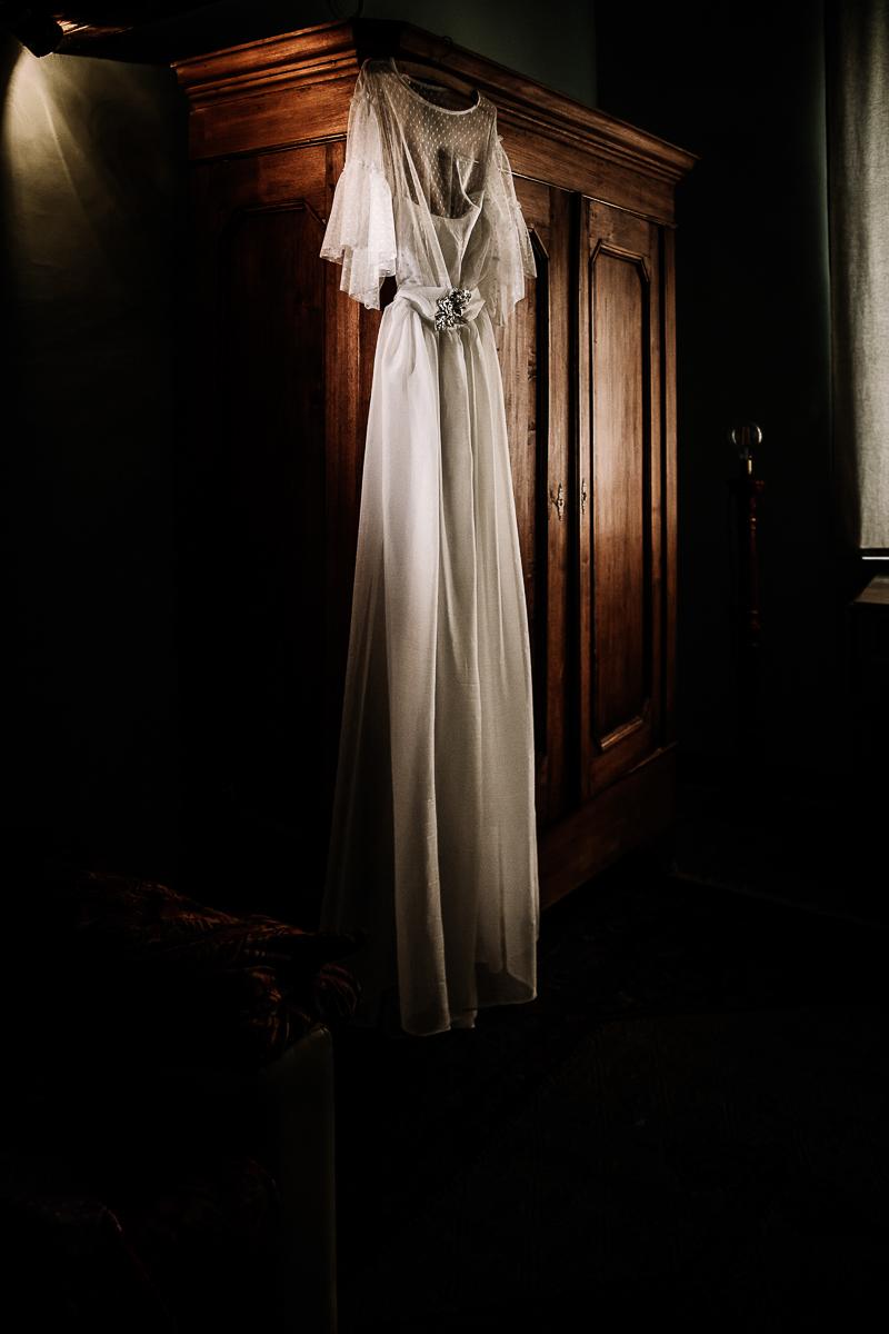 Sea dream elopement, preparazione della sposa, Mulino della Torre, Riva presso Chieri, wedding dress