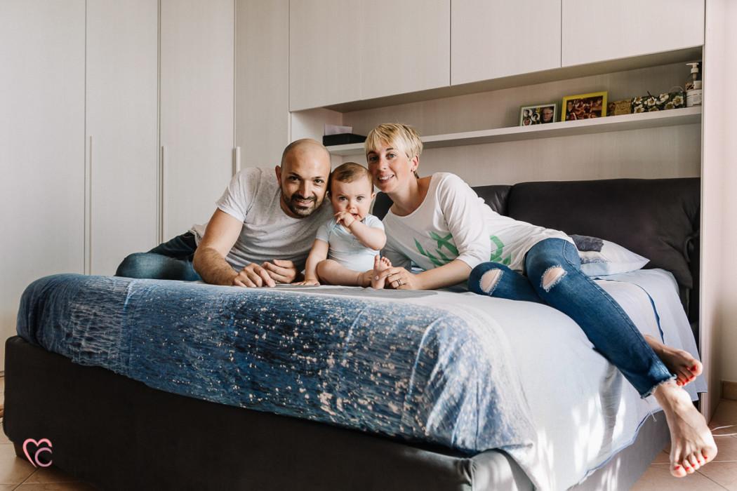 Battesimo-servizio fotografico di famiglia, stile lifestyle, in casa