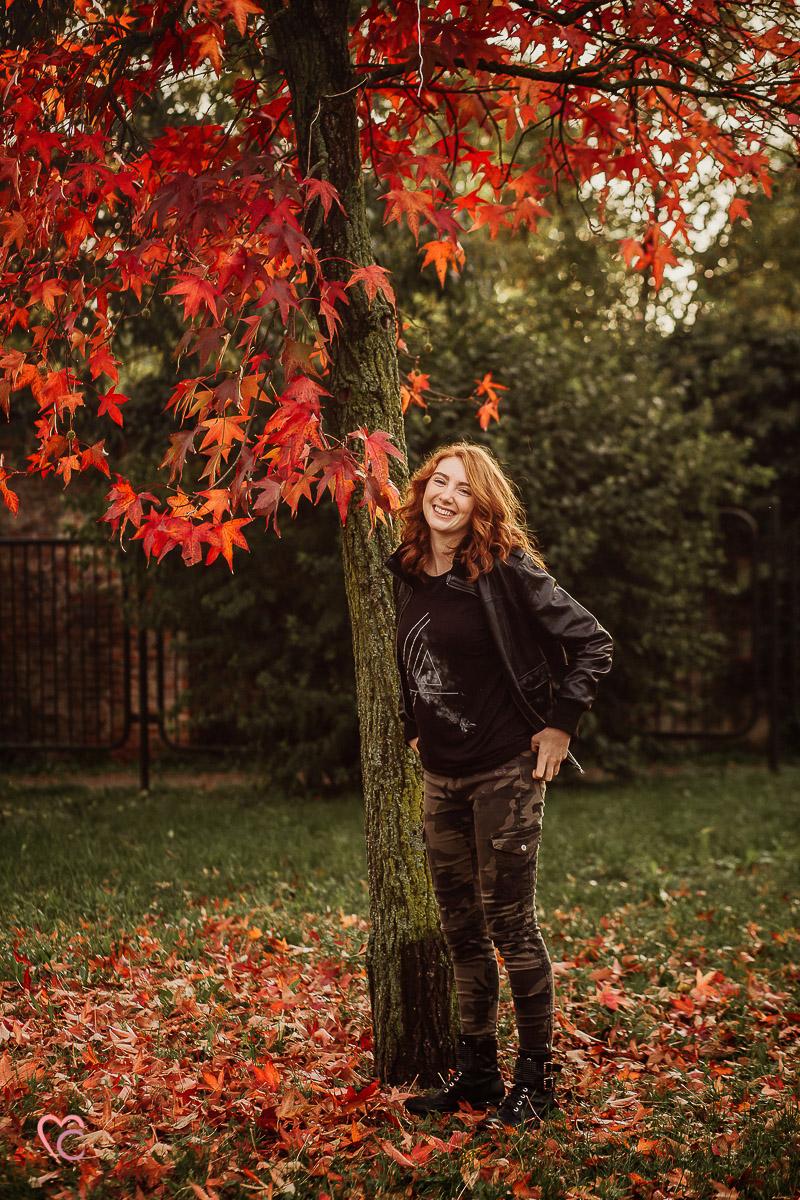 Book fotografico, fotografia di ritratto, teen portrait, ritratto di teenager, ritratto di ragazza dai capelli rossi, in esterno, a Chieri, tramonto, autunno, foliage