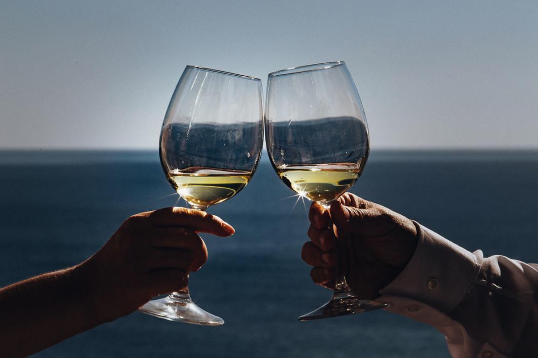Fotografo matrimonio Torino, matrimonio in Liguria, ad Arenzano, ricevimento al ristorante Punta San Martino, brindisi