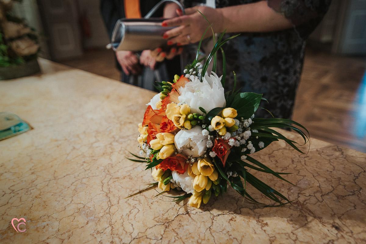 Fotografo matrimonio Torino, cerimonia civile alla sala Juvarra,bouquet