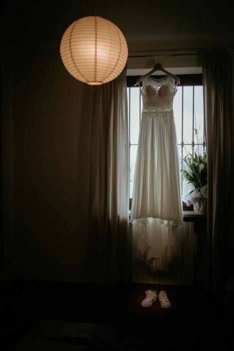 Fotografo matrimonio Torino, preparazione della sposa ad Andezeno abito Nicole Spose