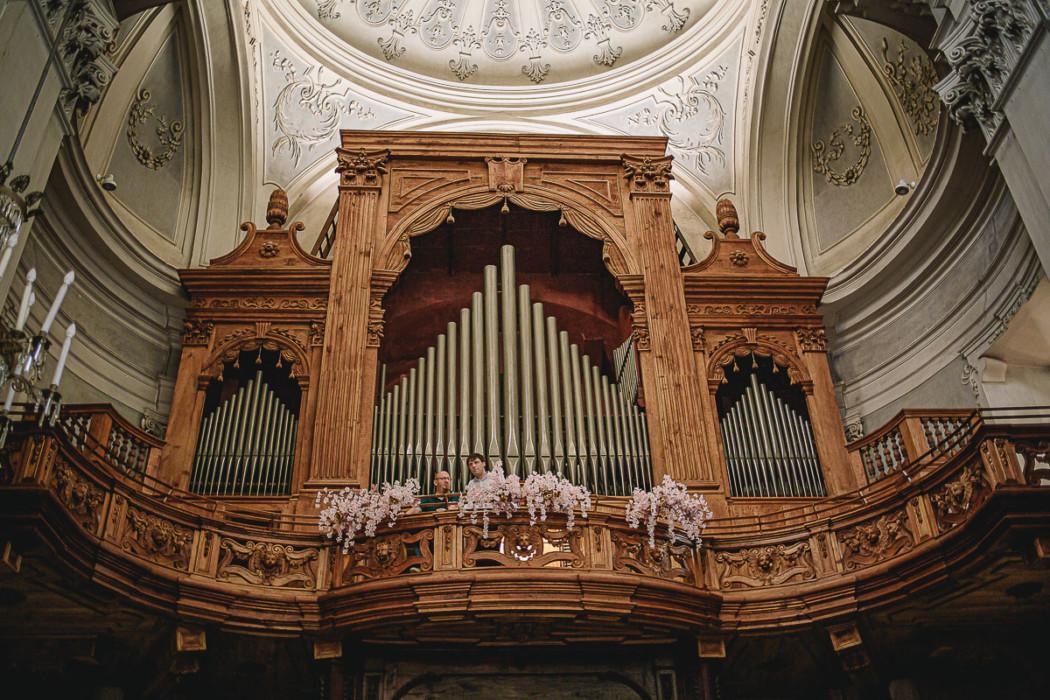 Matrimonio nella Chiesa della Madonna del Rosario di Strambino, bohochic, estate, luglio, cerimonia, organo