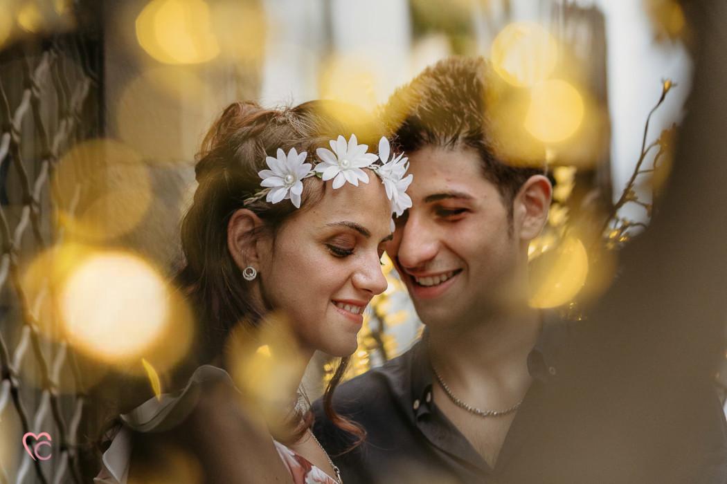 Engagement a Chieri, servizio di coppia inel centro medievale di Martina e Alessandro, sera