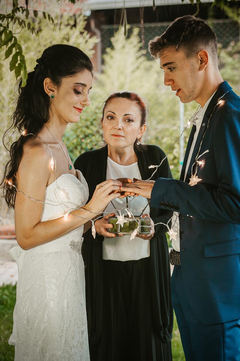 Tropical wedding, fotografo matrimonio Torino,golden Hour, sposi al tramonto, scambio degli anelli
