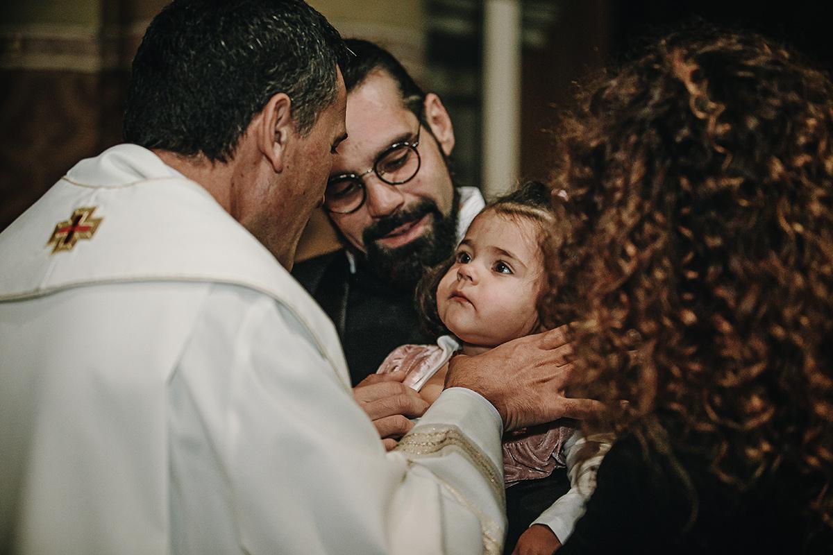 Fotografia di battesimo. Rito del battesimo nel Duomo di Chieri