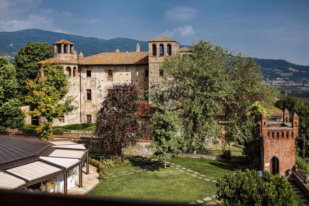 Destination wedding nelle Langhe di Sara e Gabriel. Castello Rosso di Castiglione di Saluzzo