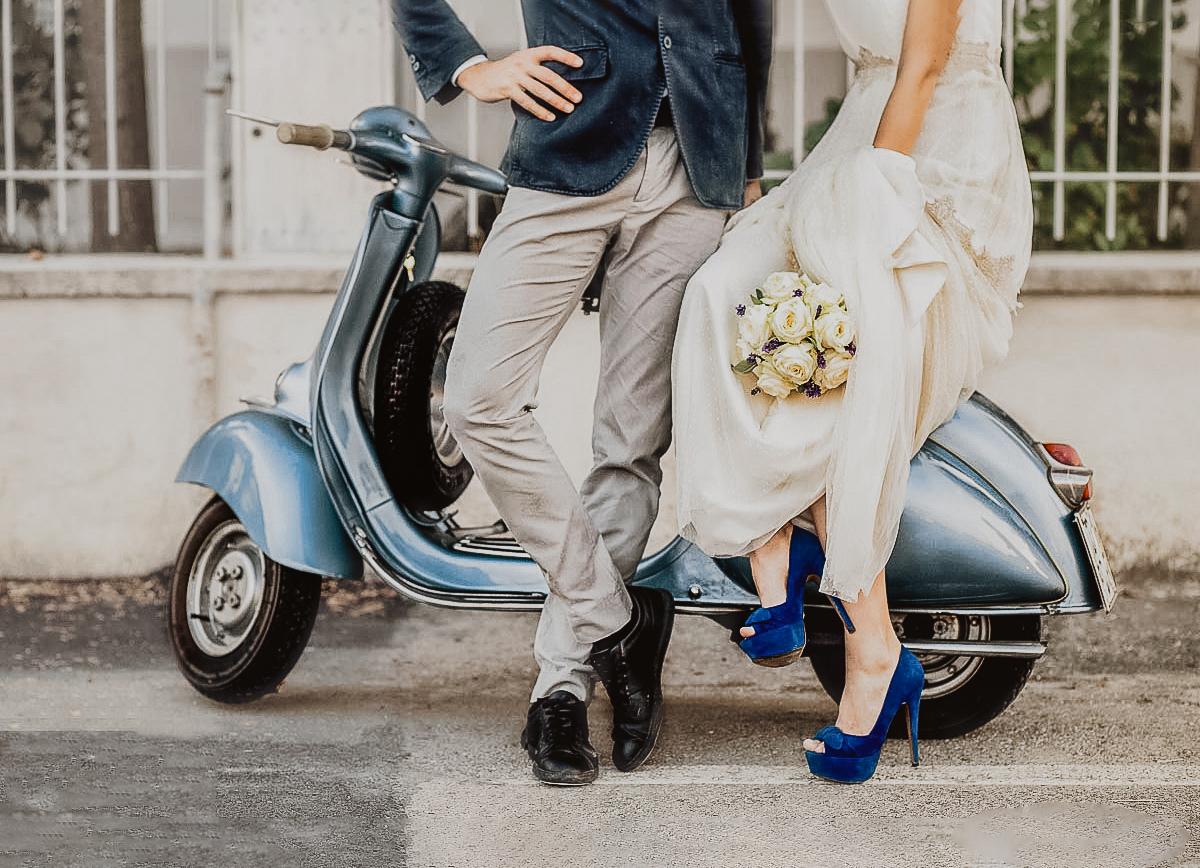 Matrimonio-shabby-chic-a-Chieri-con -Vespa-Piaggio-del-1950