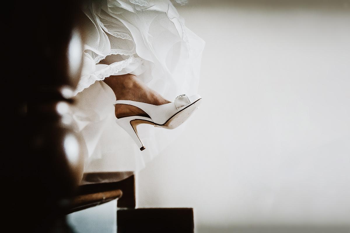 Matrimonio-a-Cambiano-scarpe-della-sposa