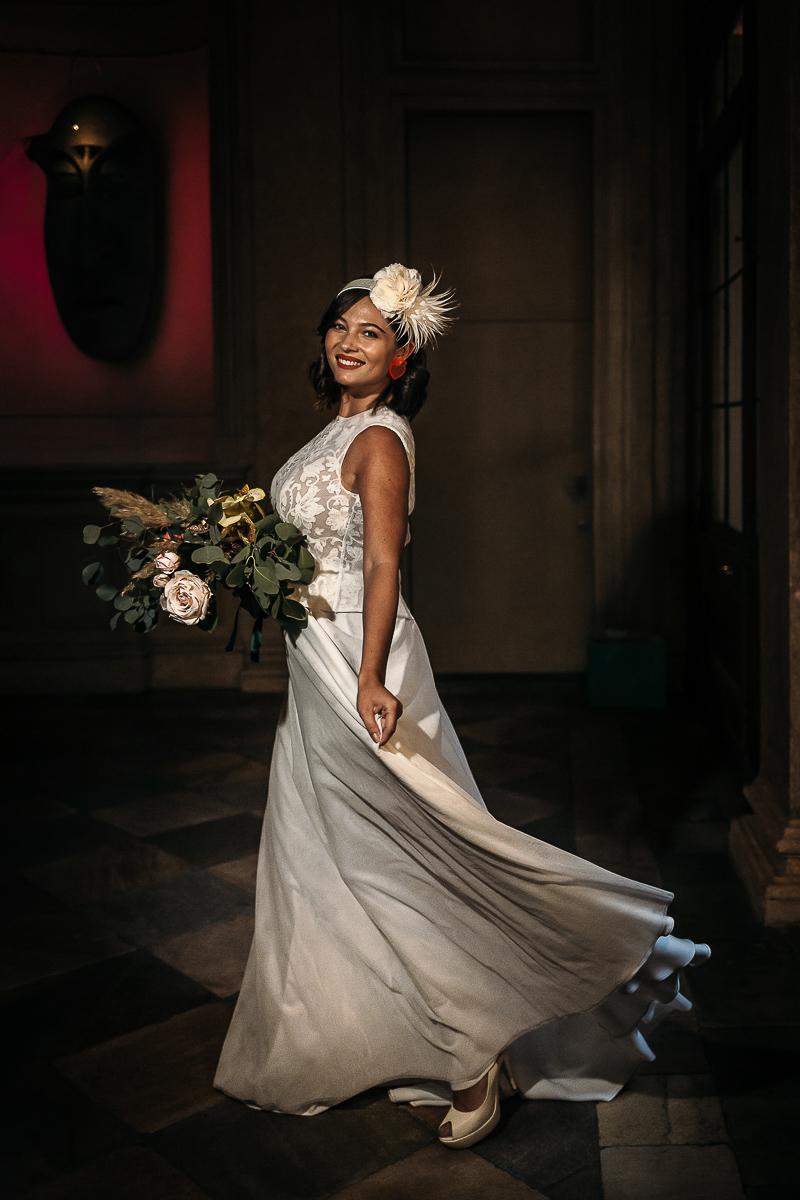 matrimonio a Torino al The Number Six di Via Alfieri 6, sposa nel salone aulico, abito di maura brandino, cerchietto anni'50 di cristina signorina, bouquet di I fiori di sabaude