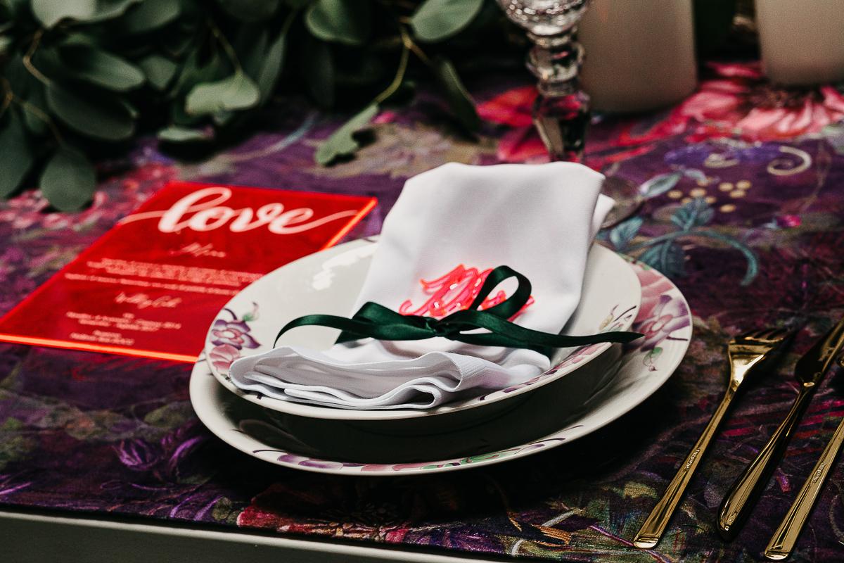matrimonio a Torino al The Number Six di Via Alfieri 6, posto tavola con segnaposto in plexiglass